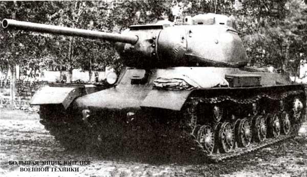 Объект 237 (ИС №1) во дворе завода №100. Челябинск, июль 1943 года.