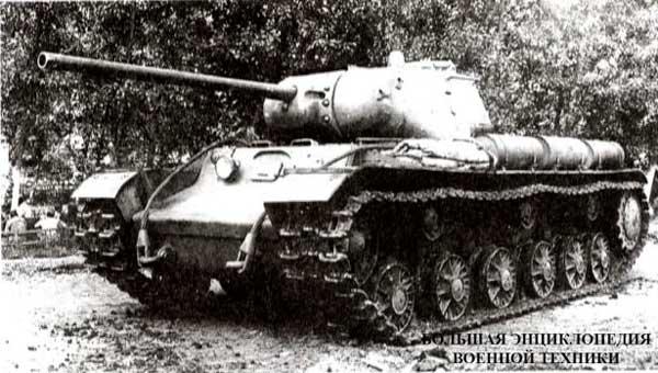 Опытный тяжелый танк объект 238 во дворе завода № 100. Челябинск, июль 1943 года.